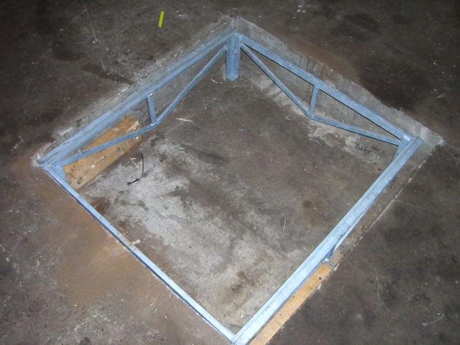Fix the frames to workshop floor
